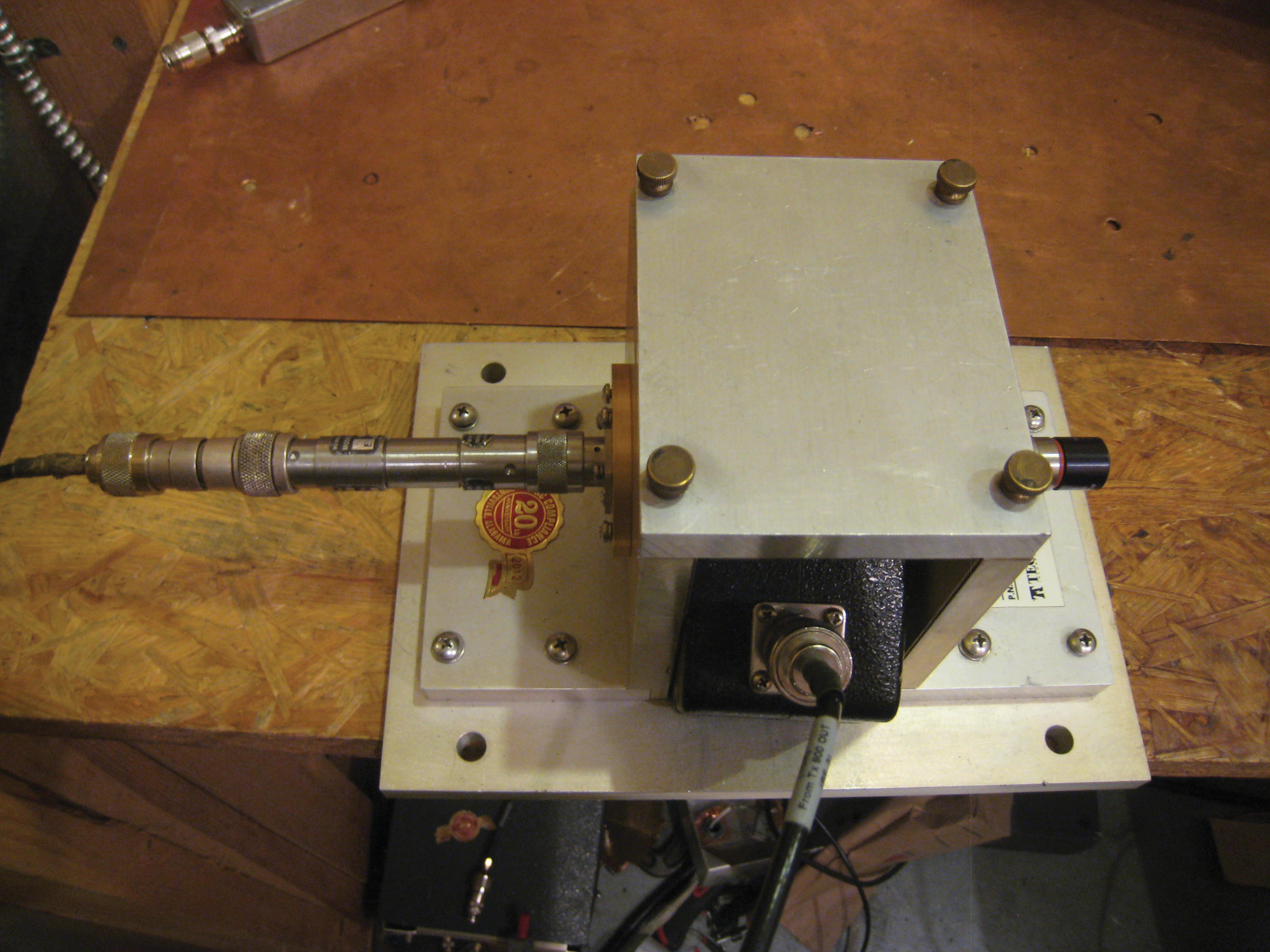 Figure7a: BCI Pre-calibration set-up. To the left is 34dB attenuation, so that the spectrum analyzer reads current directly.