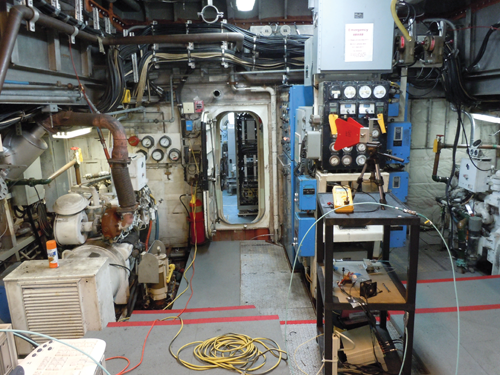 Figure2: Engine room (Volume 1) coupled through a double hatch to the communications room (Volume 2).